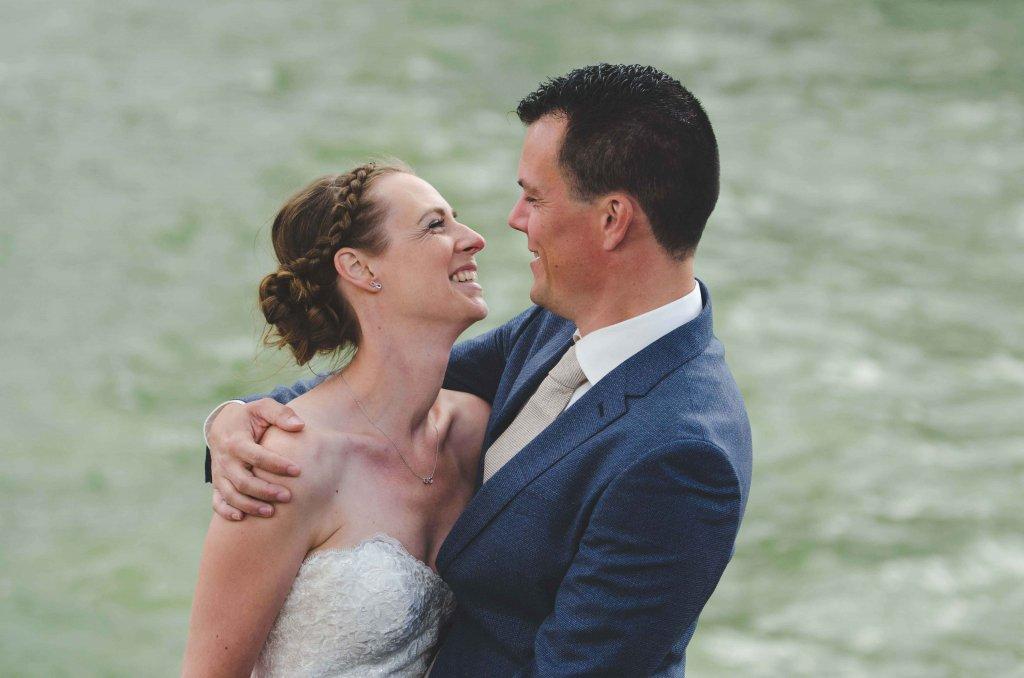 bruidspaar in de haven